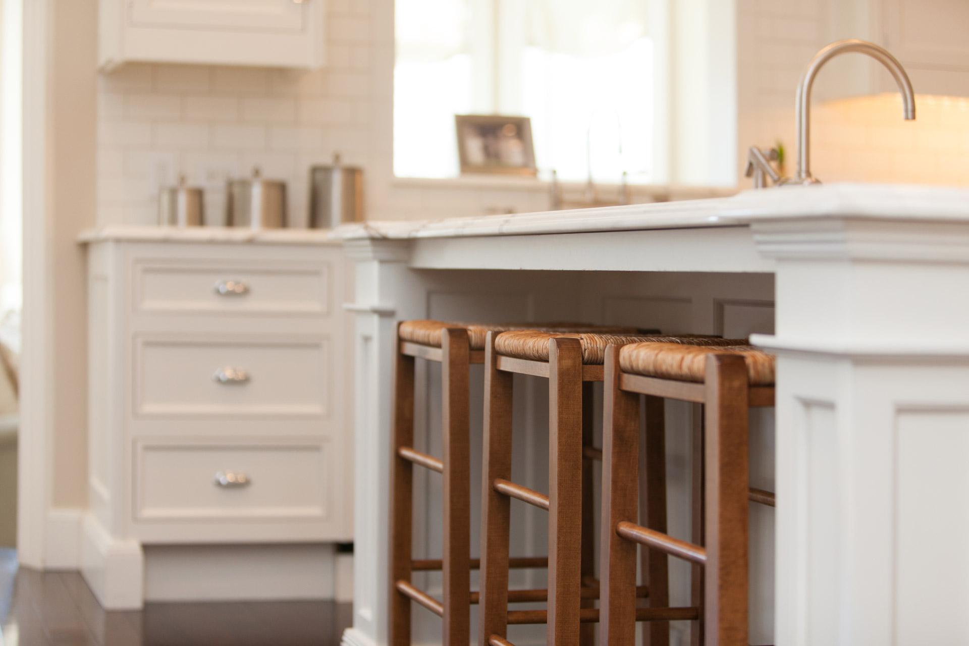 Kitchen breakfast bar stools country farmhouse