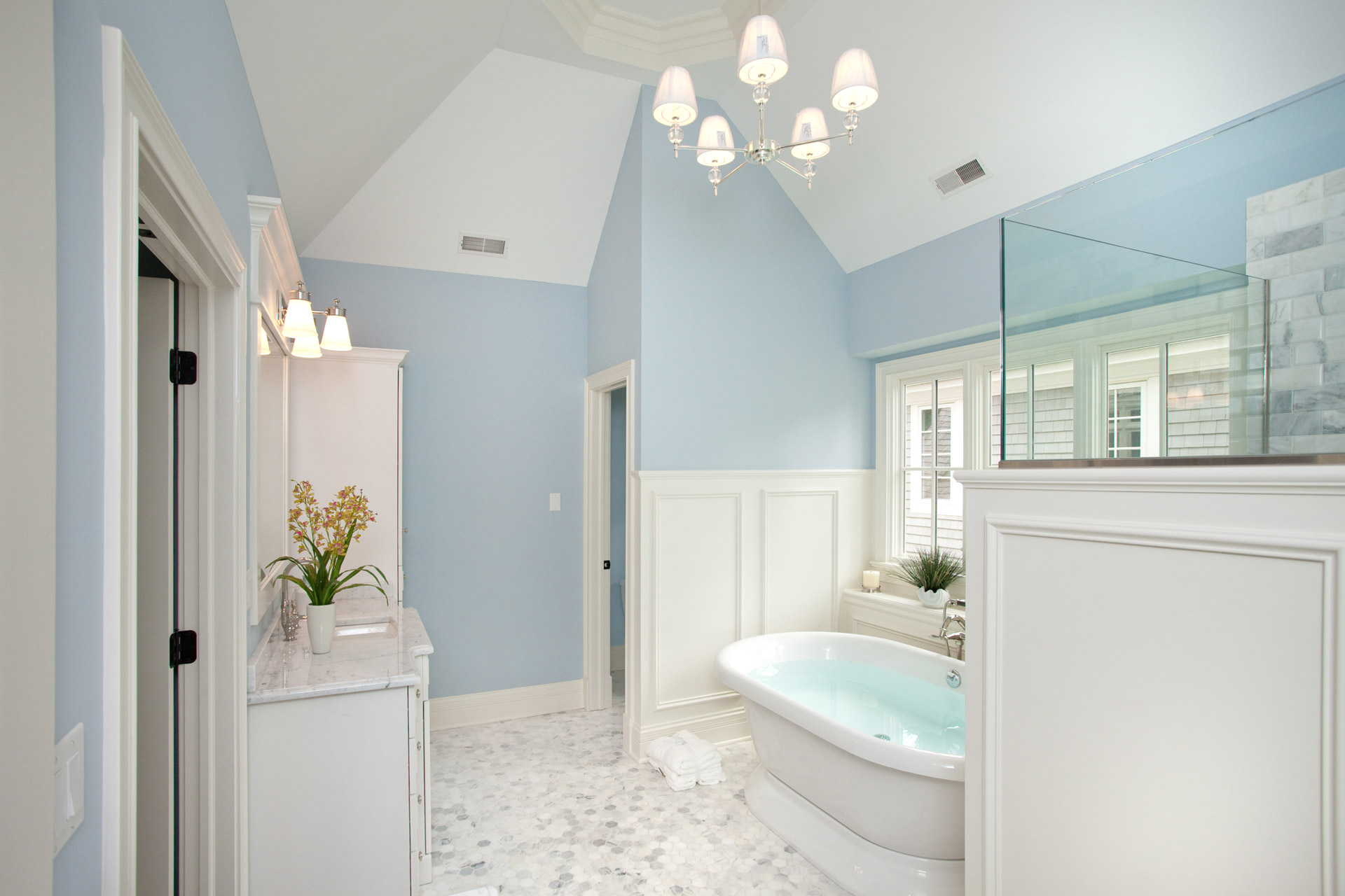Abfluss Dusche Modern : White and Blue Bathroom