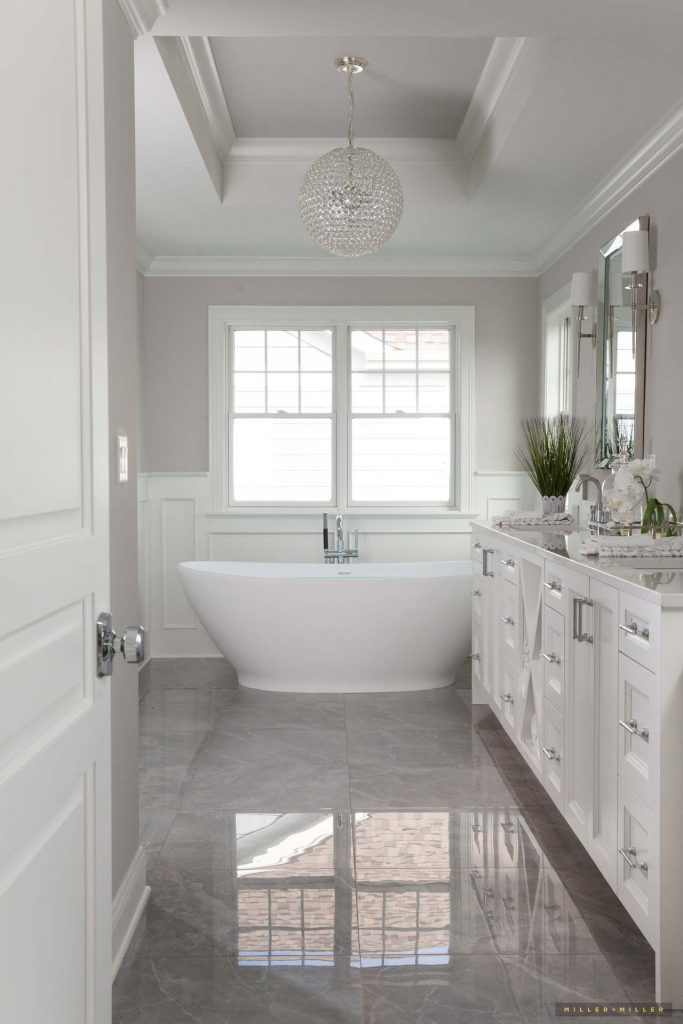 monochrome-bathroom-freestanding-tub