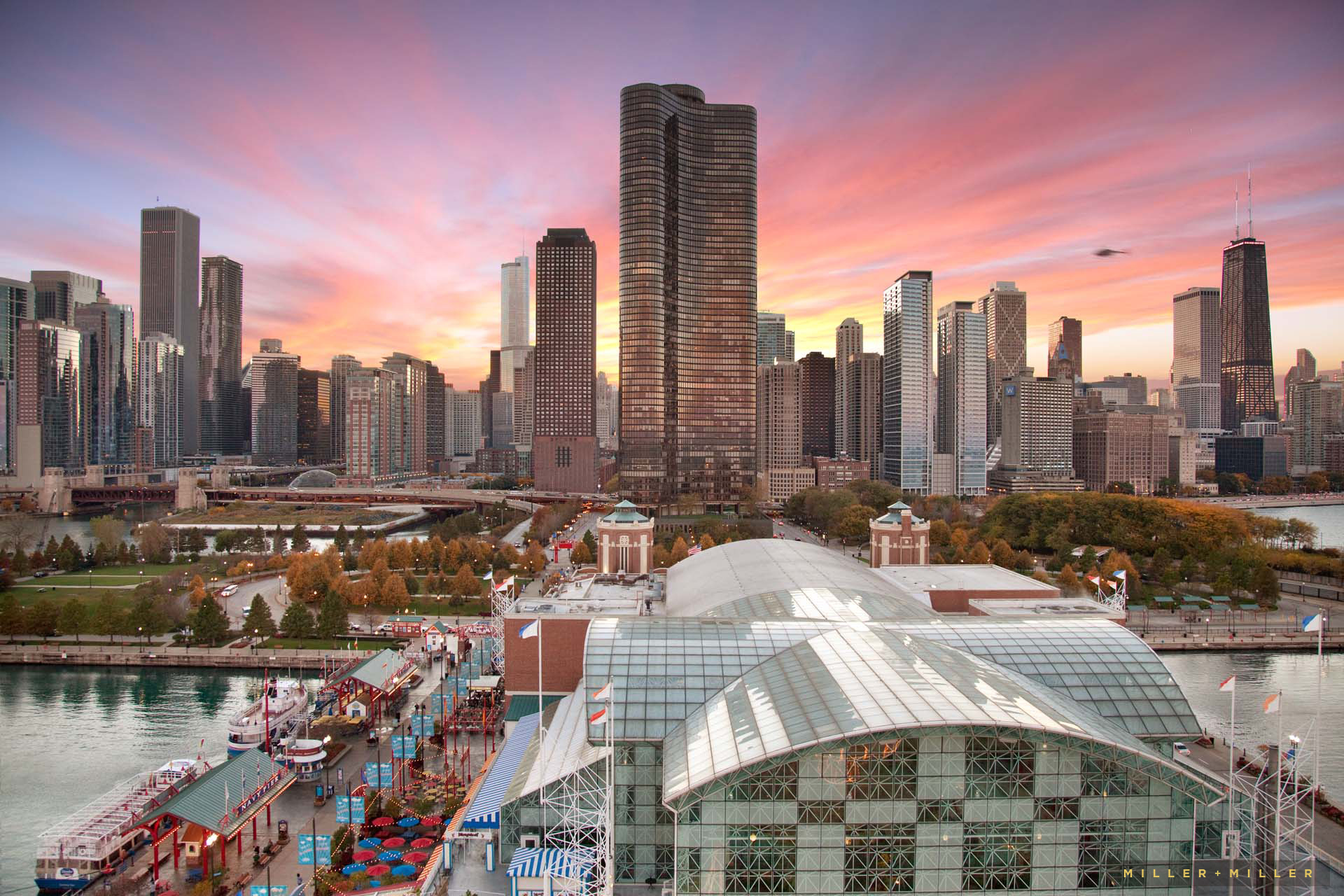 navy-pier-centennial-ferris-wheel-skyline-view-chicago