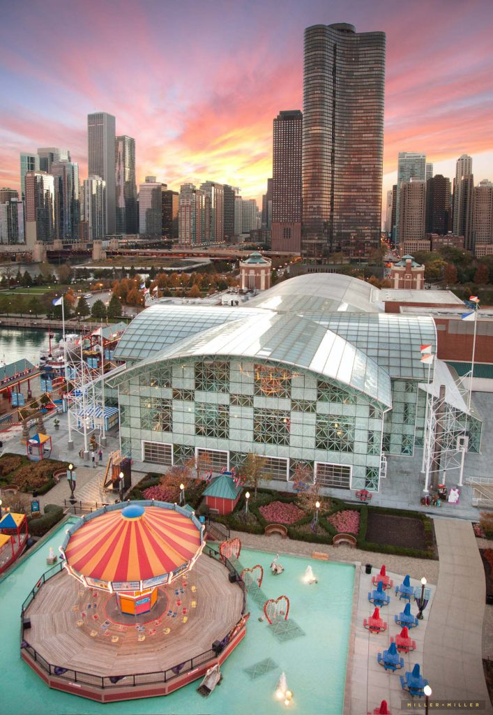 view-chicago-navy-pier-lake-point-tower-skyline