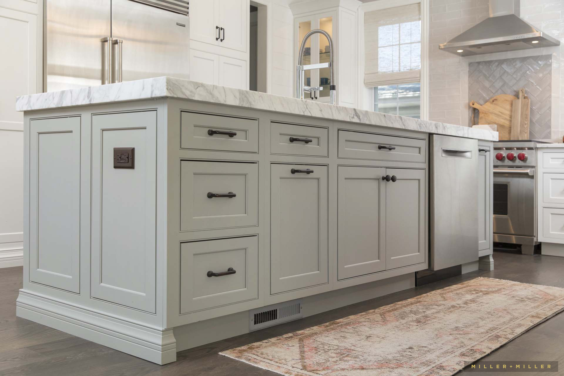 custom-home-kitchen-island