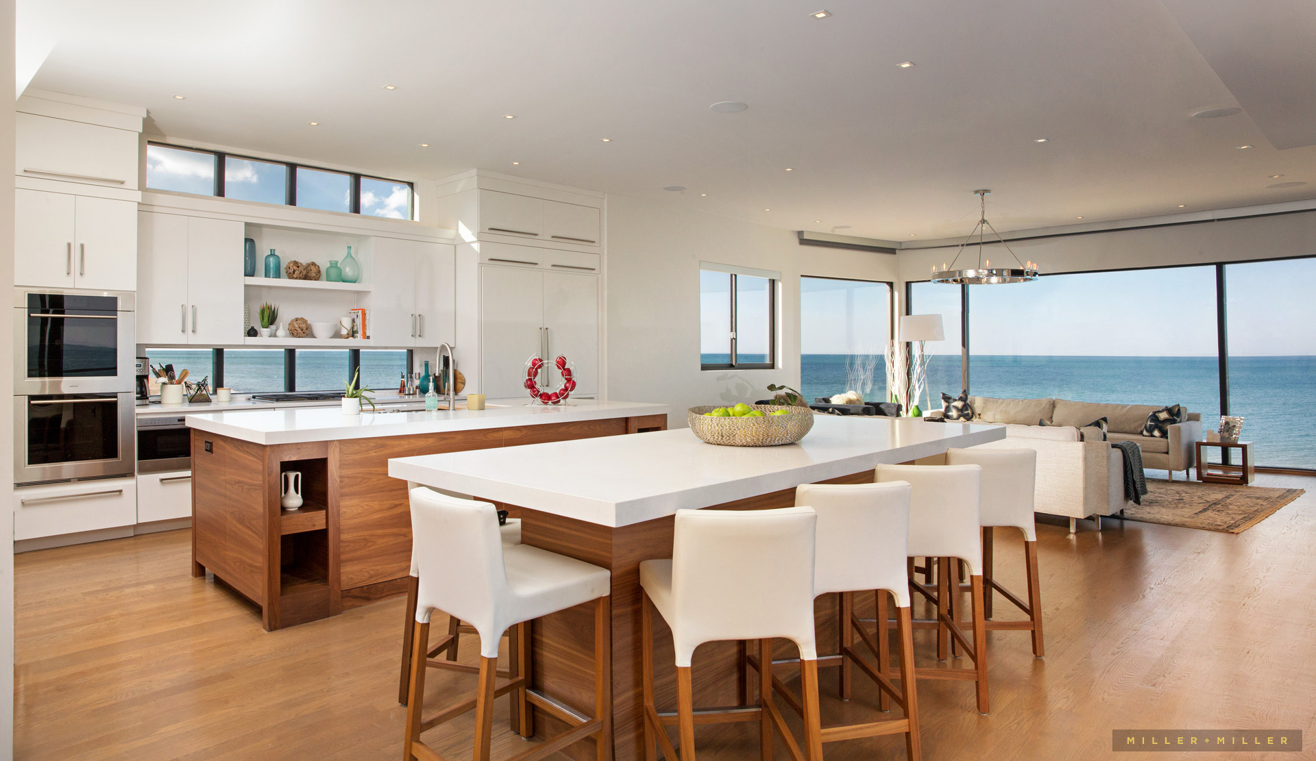 modern-kitchen-waterfront-home-lake-michigan
