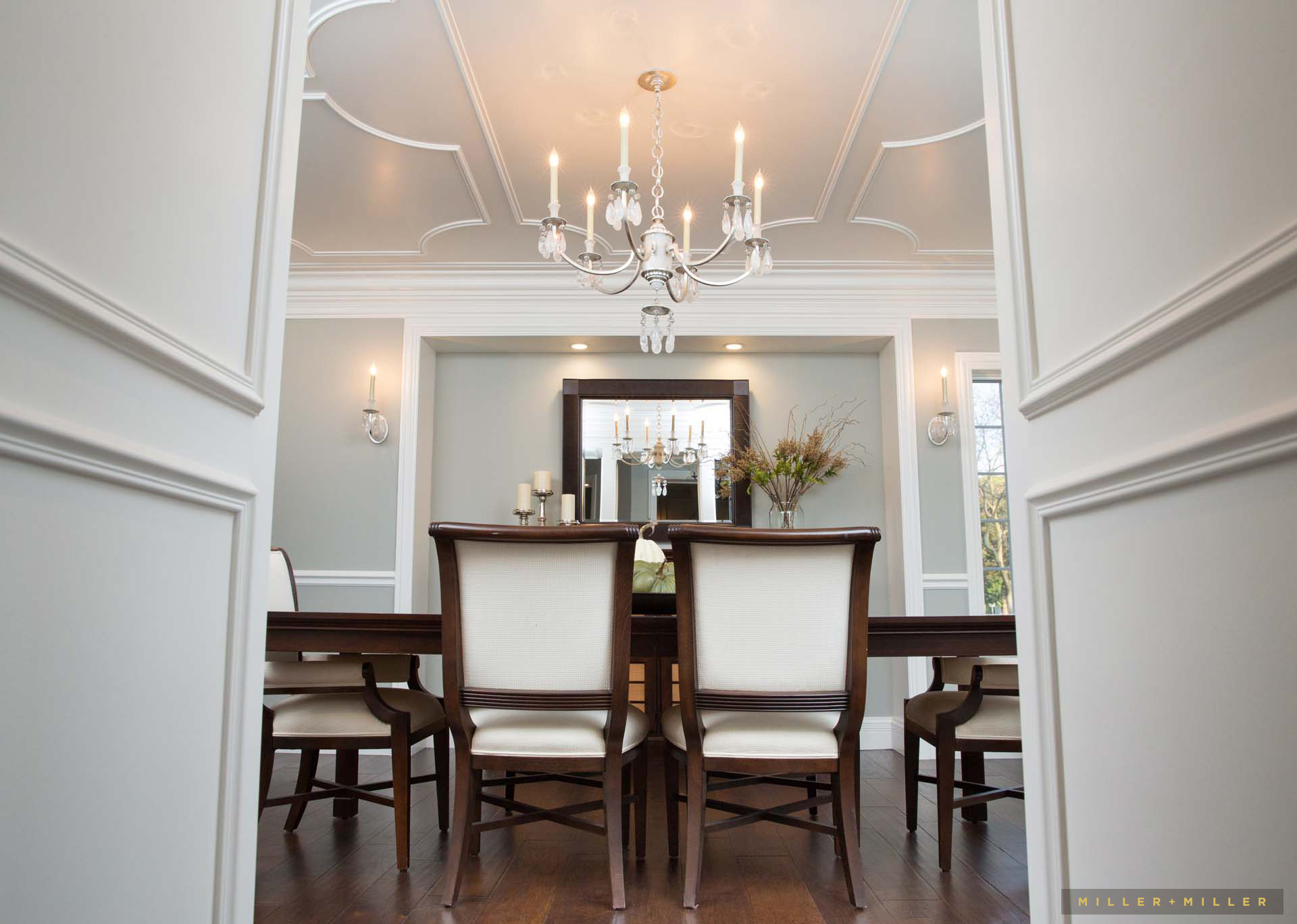 traditional-elegant-molding-dining-room