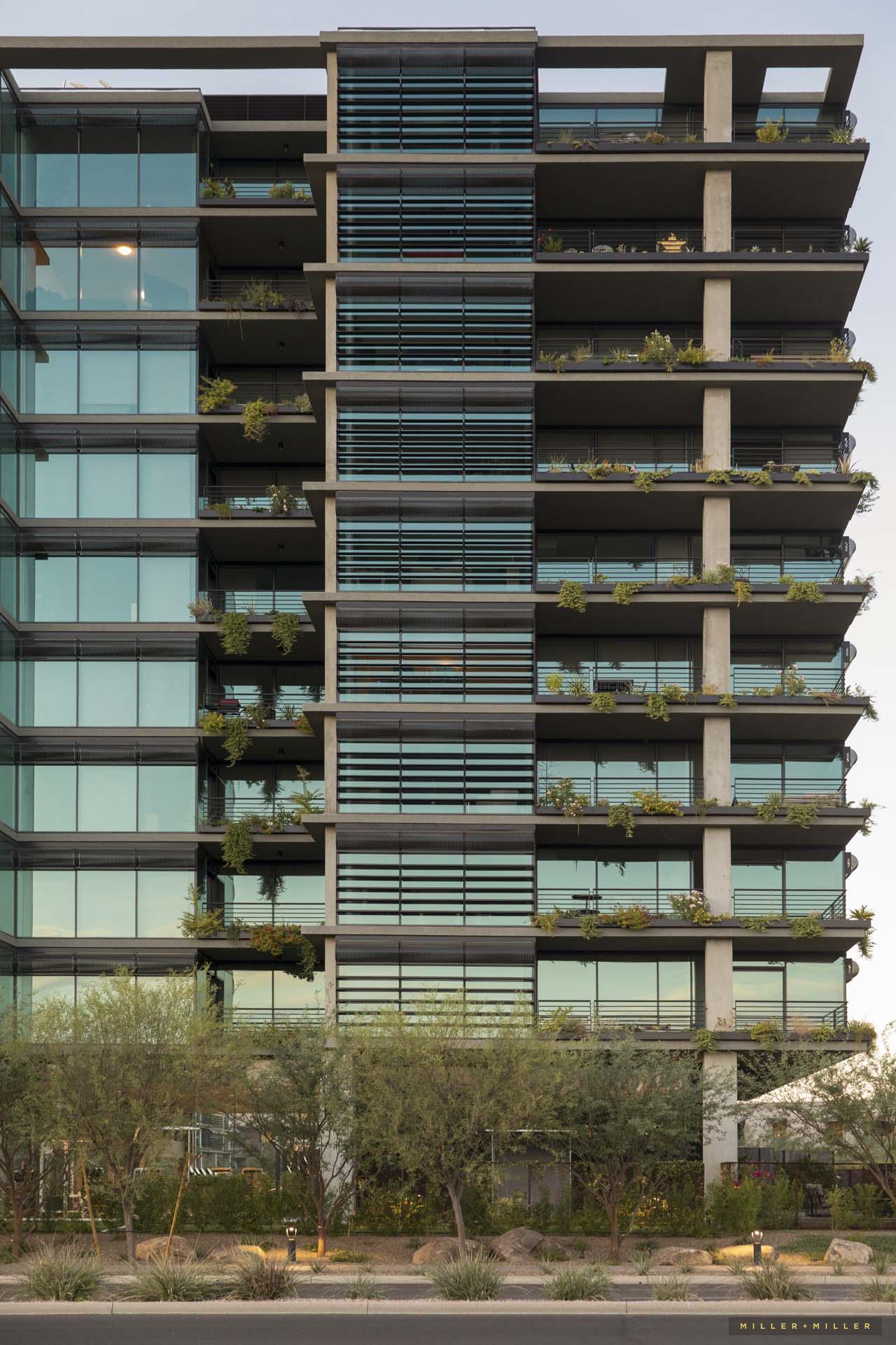 vertical-landscaping-modern-buliding