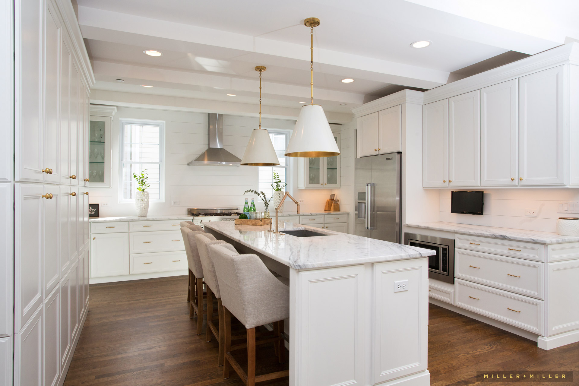 white-luxury-kitchen-cabinets-chicago-suburbs