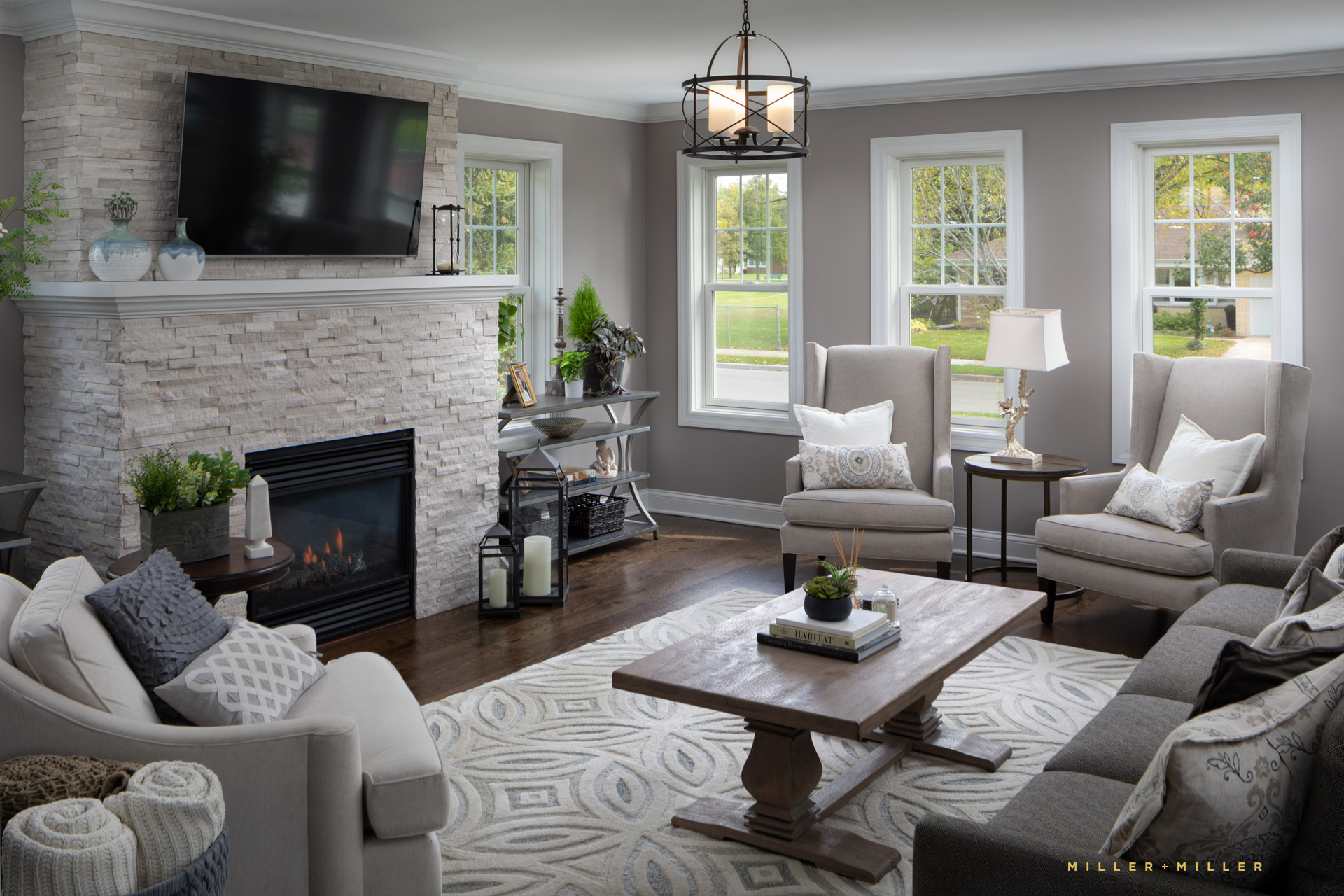Natural Light Airy Livingroom Family Room